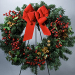 "24"" Red Berry, Mistletoe, Pinecone Evergreen Wreath"
